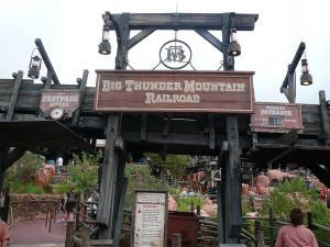 Disneyland - Big Thunder Mountain Fastpass - By Michael Gray - Wikimedia