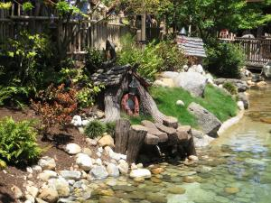 Disneyland - Critter Country - by Ken Lund - Wikipedia
