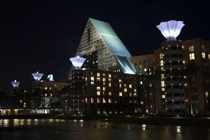 Disney World - Dolphin Hotel - Wikipedia by Pete Toscano