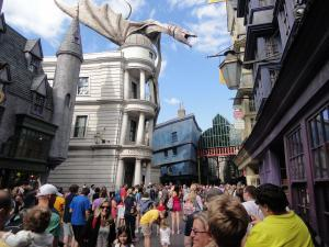 Universal Studios - Diagon Alley - Wikipedia by osseous