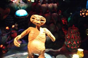 Universal Studios - E.T. - Flickr by Sam Howzit