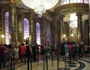 Universal Studios - Escape from Gringotts Bank reception